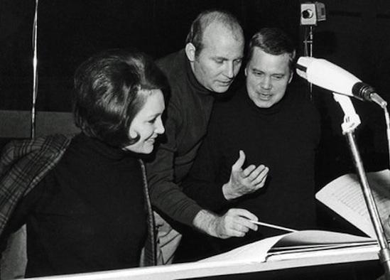 Henze-Edda Moser-Dietrich Fischer Dieskau analizando la partitura de la ópera La Balsa de la Medusa