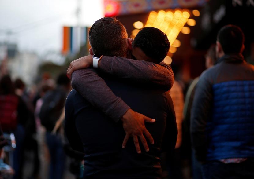 orlando-gay-club-shooting-mourners