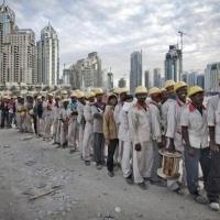 """Dubai, ciudad construida con esclavos al servicio de la """"sharia"""" y el lujo genocida occidental. El retrato malencarado de un banquero"""